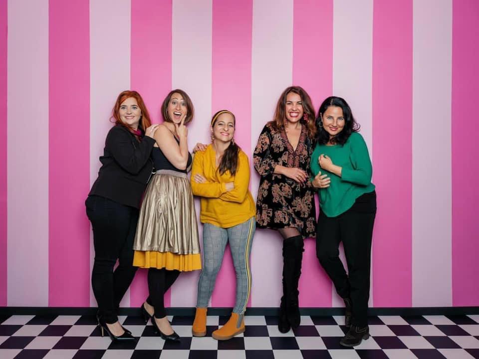 "Die ""Comedybitsches"": Isabell Pannagl, Lydia Prenner-Kasper, Caro Athanasiadis, Aida Loos, Nadja Maleh (© Foto: Stefan Gergely)"